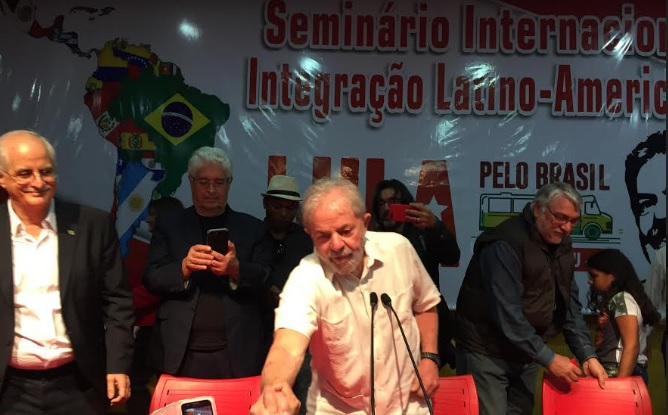 Horas antes da caravana de Lula, confronto deixa feridos no Paraná