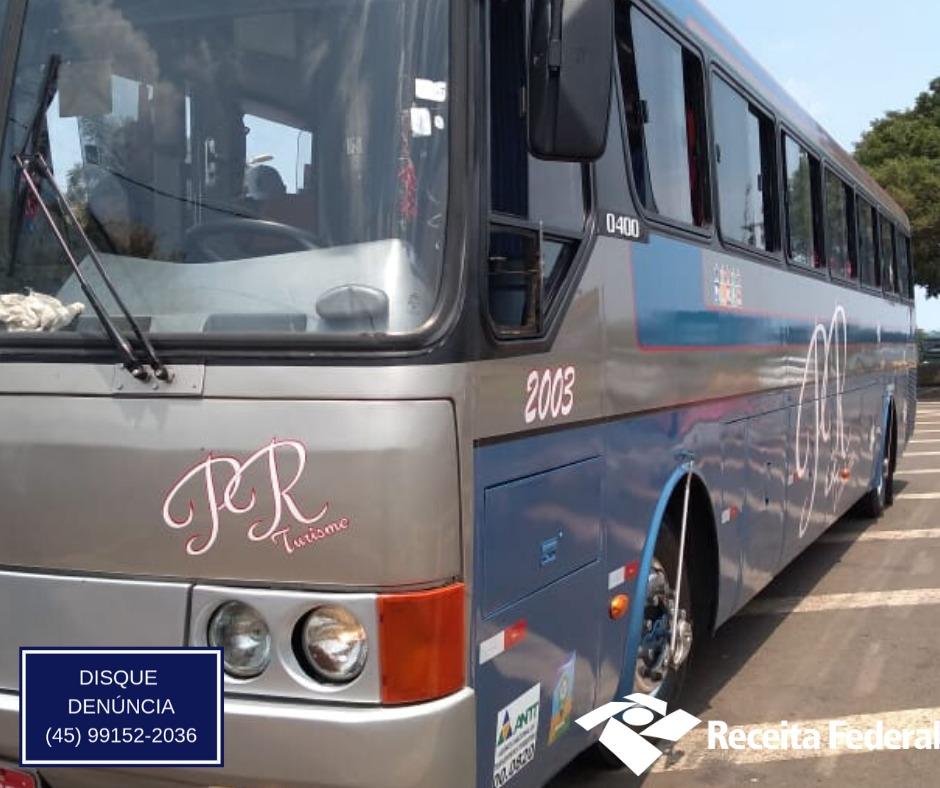 Três ônibus são retidos em Santa Terezinha de Itaipu pela Receita Federal - Rádio Cultura Foz