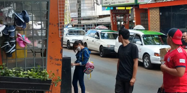 Coronavírus e dólar alto esvaziam Ciudad del Este e preocupa lojistas