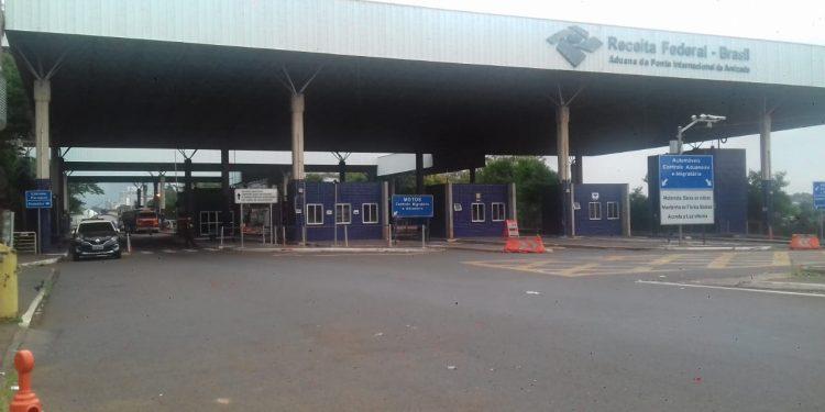 Estudantes brasileiros denunciam extorsão para deixar o Paraguai em Ciudad del Este
