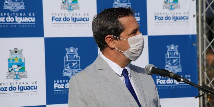 Prefeito Chico Brasileiro é diagnosticado com a Covid-19