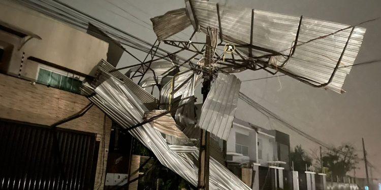 Temporal deixa 120 mil pessoas sem luz em Foz do Iguaçu e STI
